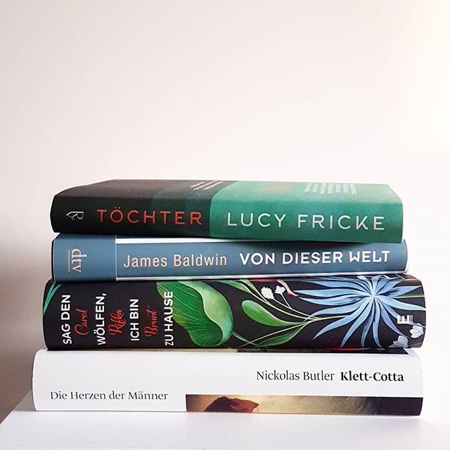 Ich bin zur Zeit total unentschlossen, was ich lesen will. Thriller, Krimi oder doch Gegenwartsliteratur? Eines von den vier? Her mit allen aktuellen Tipps und tollen Empfehlungen. Ich brauch sie ganz dringend. ❤ . . #wassollichlesen #buch #buchliebe #lesen #lektüre #dieliebezudenbüchern #diepetzi #buchblog #literatur #blog