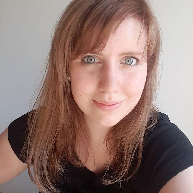 Neue Haare. Ein Stück musste weg und ein bisschen dunkler durfte es auch wieder werden. Zwischen all den Experimenten um meine Haare lande ich irgendwann immer wieder bei Braun. Ich mag es einfach am liebsten und jetzt kann ich happy ins Wochenende starten. ☀️💕☕ . #diepetzi #selfie #neuehaare #happyme #lieblingsmomente #samstagsmodus