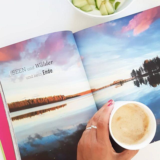 """(Werbung/weil Erwähnung) Guten Morgen. Heute hab ich beim Frühstück mal wieder durch das wundervolle """"Waldwunder""""-Buch aus dem #dumontreiseverlag geblättert. Jetzt wo der Herbst 🍂🍃 so richtig da ist, bin ich so richtig gern im Wald. Hier kann man die Farbenpracht der Natur ganz besonders bewundern und die Ruhe genießen. Wobei der Wald natürlich in allen Jahreszeiten seine besonderen Reize hat. Mein persönlicher #happyplace, denn im Gegensatz zum Meer ist der Wald nur 500m von meiner Haustür entfernt. 😄 Ich werd euch das demnächst mal genauer vorstellen. . Wie ist das bei euch? Seid ihr auch gerne im Wald? . #wald #waldliebe #buch #reiseführer #dumont #happygreenlife #buchliebe #lesen #diepetzi #dieliebezudenbüchern"""