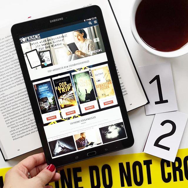 Werbung/bez. Kooperation | Vor ein paar Tagen hab ich in den Storys schon erwähnt, dass Romane gerade nichts für mich sind. In der kalten Jahreszeit habe ich immer eine besondere Vorliebe für spannende Krimis & Thriller. Aus dem Grund möchte ich euch heute @topkrimi näher vorstellen. Das Zuhause für spannende Krimis & Thriller, Top-Autoren, Newcomer und wöchentliche E-Book-Deals. Zur Zeit läuft auf deren Instagram-Seite auch ein tolles wöchentliches Gewinnspiel, bei dem man u.a. eine Krimi-Spiele-Box oder ein Krimi-Dinner gewinnen kann.  Den Link zur Seite findet ihr im Linktree und in den Storys stelle ich euch alles auch näher vor. . #topkrimi #krimi #buch #lesen #bookstagram #buchliebe #spannenderlesestoff #diepetzi #dieliebezudenbüchern #lesestoff #thriller