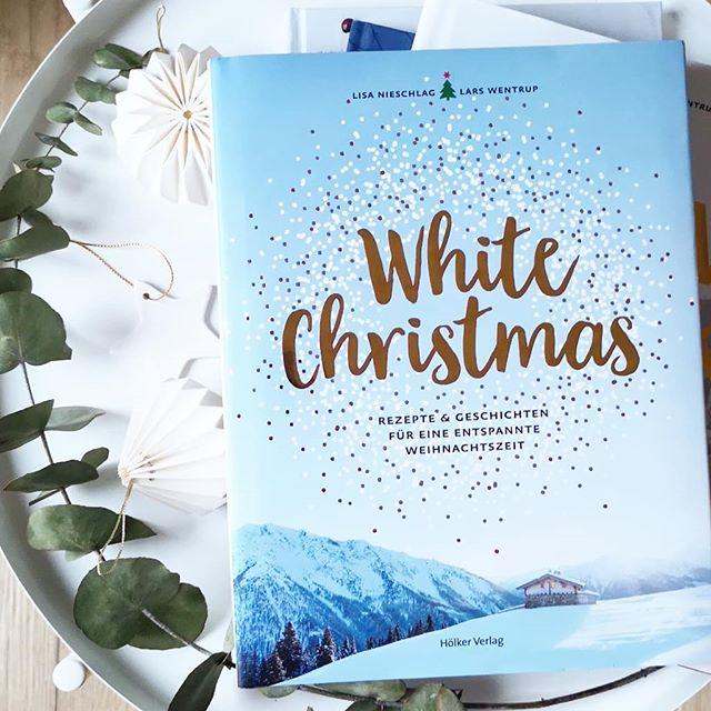 Auf dem Blog ging übrigens Teil 1 des Geschenkeguides für buchige Geschenkideen online. 'White Christmas' ist zwar nicht dabei, aber deshalb nicht weniger empfehlenswert. Wenn ihr Bücher aus den Bereichen 'Essen & Trinken', 'Reisen & Entdecken', 'DIY & Kreativität' oder 'Starke Frauen' sucht, dann solltet ihr jetzt mal auf dem Blog schauen. 34 tolle Bücher, die sicher auch Nichtlesern eine Freude machen. Den Link findet ihr im Linktree. #buchtipps #geschenkideen #weihnachtsgeschenke #geschenkeguide #dieliebezudenbüchern #diepetzi