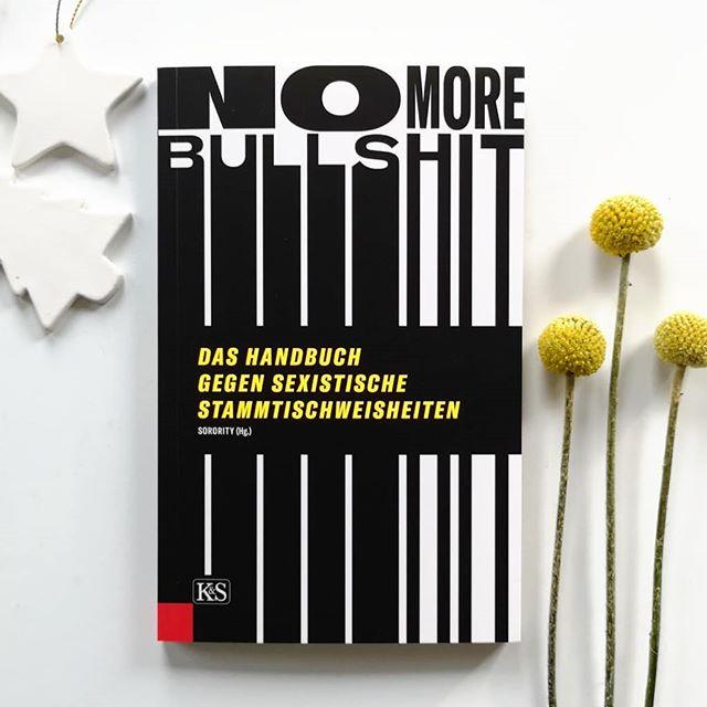 """**Türchen Nr.17** Hinter dem heutigen Türchen versteckt sich das Buch 'No More Bullshit' von @solidarity_sisters aus dem @kremayrscheriau Verlag. Worum geht's? Der Pay Gap ist ein Mythos!"""", """"Biologisch gesehen haben Frauen und Männer eben unterschiedliche Kompetenzen!"""" oder """"Verstehst du keinen Spaß?"""" Wenn diese Sätze bei Ihnen Augenrollen auslösen, dann brauchen Sie dieses Buch. Wenn Sie Stammtischweisheiten, Weiblichkeitsmythen und tradierte Vorurteile hinterfragen wollen, dann brauchen Sie dieses Buch. Und wenn Sie sich einfach nur denken: Bullshit!, dann brauchen Sie dieses Buch sogar unbedingt. Das Frauennetzwerk Sorority hat es sich mit der Veranstaltungsreihe """"No More Bullshit!"""" zur Aufgabe gemacht, altbekannten Killerphrasen etwas entgegenzusetzen: Fakten. Gemeinsam mit Wissenschaftlerinnen*, Expertinnen* aus unterschiedlichen Branchen und Künstlerinnen* schult die Schwesternschaft nun unerbittlich den Blick für Stehsätze und liefert schlagkräftige Argumente für die nächste Stammtischrunde. Mehr zum Inhalt in den Stories. 📸 . Wenn ihr dieses Buch gewinnen wollt, dann kommentiert unter diesem Bild, folgt mir und @kremayrscheriau und springt damit automatisch in den Lostopf. Ich freue mich natürlich auch über die Verlinkung von Freunden, die sich ebenfalls freuen oder eine Verlinkung in euren Stories. Dies ist aber kein Muss. . Teilnehmen könnt ihr bis Mittwoch, den 19.12. um 18 Uhr abends. Der Gewinner wird ausgelost und von mir benachrichtigt. Meldet sich der Gewinner innerhalb zwei Tagen nicht, wird neu ausgelost. Der Versand erfolgt auf meine Kosten. Mitmachen kann jeder aus Deutschland bzw. auch aus anderen Ländern, falls die Mehrkosten des Versands selbst getragen werden. Der Rechtsweg ist ausgeschlossen und das Gewinnspiel steht in keinem Zusammenhang mit Instagram. Genaue Bedingungen gibt es hier: https://dieliebezudenbuechern.de/gewinnspiele/ Nicht verpassen: Morgen öffnet sich bereits das nächste Türchen! . . #adventskalender #gewinnspiel #gewinn #bu"""