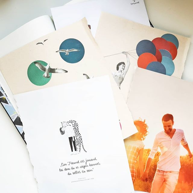 Was ich heute mache? Kreativ sein und mein Inspirationsbuch mit neuen Bildern und Ideen bestücken. Manchmal hilft ein Blick ins Buch, wenn ich gerade nicht so kreativ bin und die Gedanken fließen wieder. Außerdem bin ich ja absoluter Fan von Moodboards und Collagen. Die Bilder sind übrigens Schnippsel und Seiten aus Zeitschriften, u.a. vom @flow_magazin. Seid ihr auch gern kreativ und wenn ja, wie? #kreativsein #kreativsonntag #moodboard #inspirationsbuch #diepetzi