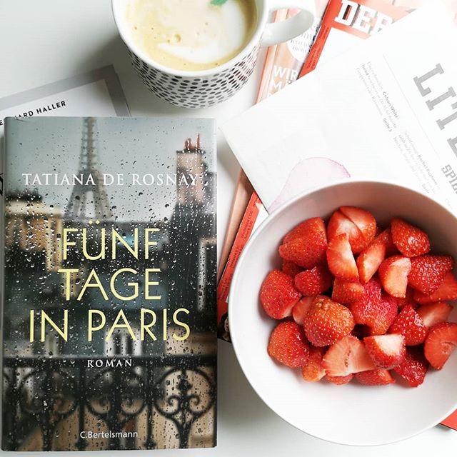 """Guten Morgen. Heute starte ich ziemlich entspannt in den Tag und genieße die ruhigen Minuten und die kühle Luft. Ich weiß noch nicht recht, ob ich in Stimmung bin für """"Fünf Tage in Paris"""" oder ob ich doch im #sachbuch """"Das Wunder der Wertschätzung"""" weiterlesen werde. Sicher lese ich aber den neuen #literaturspiegel, esse ein paar Erdbeeren 🍓 und genieße den Tag. ☀️ Beim wem ist denn heute schon """"Freitag""""? . . #gutenmorgen #lesesituation #kleinerfeinerfeed #diepetzi #dieliebezudenbüchern #buch #lesen #buchliebe #reading #booksofinstagram #bookstagram #kaffeepause #coffeebreak"""