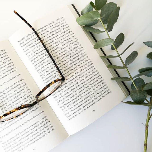 """Die Shortlist des #dbp19 steht fest und ich bin sehr gespannt auf die Titel. Zwei der Bücher habe ich sogar schon daheim und überhaupt finde ich den diesjährigen Buchpreis so spannend, wie schon lange zuvor nicht mehr. So viele tolle Bücher, die mich wirklich interessieren und die ich lesen möchte. Mit """"Kintsugi"""" geht es später gleich los. Was sagt ihr denn zur Shortlist? . #buchpreis #lesen #buch #buchliebe #leseliebe #roman #diepetzi #dieliebezudenbüchern #books #bookstagram #igreads #booksofinstagram #buchblog #buchblogger #buchblogger_de #shortlist"""