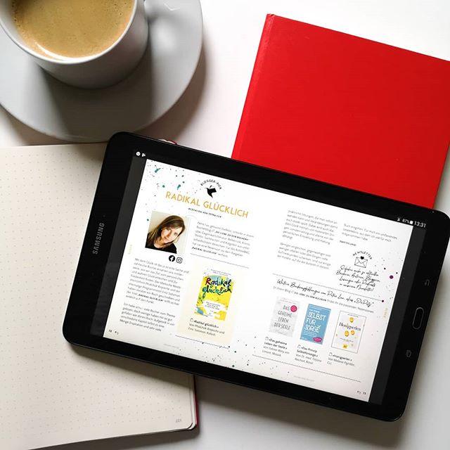 """Kennt ihr schon das @kolibri_mag? Das digitale Magazin für Bücher und bewusste Lebenskultur gibt es erst seit einiger Zeit und erscheint mehrmals im Jahr. Es befasst sich genau mit den Themen, die auch mir am Herzen liegen. Gefüllt ist es mit einer großen Menge an tollen Buchtipps, Interviews, Kolumnen, Podcast- und Blogempfehlungen und vielen anderen Dingen. . Ich durfte für die aktuelle Ausgabe einen Beitrag beisteuern und empfehle euch u.a. das Buch """"Radikal glücklich"""". Aber auch andere Bloggerkollegen wie @frank.menden sind in der Ausgabe zu finden und darüber hinaus auch Tipps zum nachhaltigen Reisen, ein Yoga Special, tolle Hörbuchtipps und z.B. auch ein Interview mit @heavenlynnhealthy. . Die Wunschliste ist auf jeden Fall rasant gewachsen, denn auf mehr als 100 Seiten sind viele Bücher, die auch mich brennend interessieren. Auf dem Blog hab ich über das Magazin geschrieben und es auch direkt verlinkt. Den Link findet ihr in der Bio. . Kennt ihr das Magazin schon? Und lest ihr auch digital oder lieber klassisch auf Papier? . #digitalmagazin #nachhaltigkeit #buchtipp #buchtipps #kolibrimag #bewusstleben #sachbuch #sachbücher #buch #diepetzi #dieliebezudenbüchern #buchblog #buchblogger #igreads #buchblogger_de #booksofinstagram #bookstagram #books #buchliebe"""