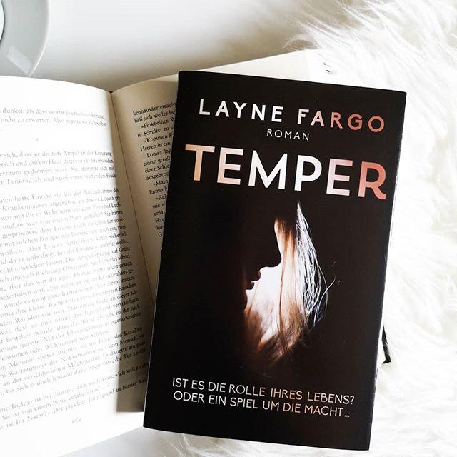 """Werbung - Als #boldbotschafter vertrete ich """"Temper"""" von Layne Fargo, das ihr ab heute im Buchladen eures Vertrauens kaufen und somit ebenfalls in die Geschichte reinlesen könnt. . Hier wusste ich ganz lange nicht, was mich erwarten wird und bekam eine Mischung aus Drama und psychologischer Erzählung serviert. Ein Buch über Manipulation, Machtmissbrauch und narzisstische Persönlichkeiten, das mich genauso gefesselt hat, als wäre es ein guter Thriller. Die ausführliche Besprechung könnt ihr auf dem Blog nachlesen. Den Link findet ihr in der Bio! @read_bold . #buch #roman #temper #laynefargo #bold #dtv #lesen #buchliebe #leseliebe #ichliebebücher #ichliebelesen #booksofinstagram #bookstagram #buchblogger #buchblog #books #igreads #diepetzi #dieliebezudenbüchern"""