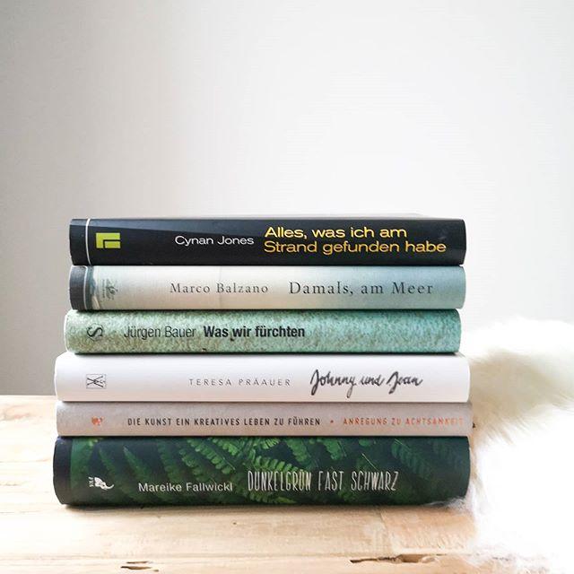 Heute ist #Indiebookday und da wir heute ja alle nicht vor Ort in den kleinen Buchhandlungen einkaufen konnten, ist es umso wichtiger das online zu tun. Natürlich beim lokalen Buchhändler um die Ecke. Ich habe meist nie so recht einen Plan, welche Bücher ich kaufen will und entscheide das normalerweise vor Ort. Heute lass ich mich von zahlreichen Posts hier auf Instagram inspirieren und werde später gleich noch meine Bestellung tätigen. Das Bild steht symbolisch für gute Bücher aus kleinen Verlagen. Manche habe ich noch nicht gelesen, alle anderen kann ich uneingeschränkt empfehlen. Kauft heute Bücher, um die kleinen Verlage und Buchhandlungen zu unterstützen, damit es auch nach der Krise weitergehen kann! . Welche Bücher habt ihr heute geshoppt oder auf eure Liste gesetzt? . #buylocal #supportyourlocalbookdealer #supportyourlocalbookstore #Indiebookday2020 #buch #lesen #leseliebe #ichliebelesen #buchgesucht #unabhängigeverlage #diepetzi #dieliebezudenbüchern #buchliebe #buchblog #buchblogger #igreads #bookstagram #booksofinstagram